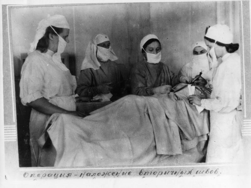 Старые фото медиков, снимает как сосет коллега